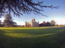 HCAOCS13H_Downton-Abbey-Highclere-Castle-exterior-674132_s4x3_lg